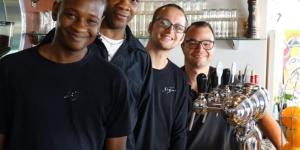 Une partie de l'équipe de café-restaurant Signes (Paris 14)