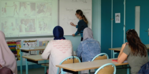 Ouvrir l'école aux parents pour la réussite des enfants : une place spécifique dans l'éco-système d'intégration et de formation