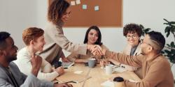 Les diplômés du supérieur de plus en plus nombreux parmi les professions intermédiaires des entreprises