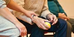 La Ville de Paris lance un appel à projets autour des métiers des services à la personne et du soin