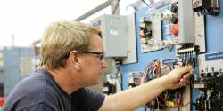 Portrait de métiers : métiers de l'électricité, de l'électronique et de la maintenance