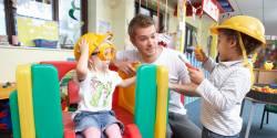 Attractivité de la formation d'éducateur de jeunes enfants : motivations, projets et freins des futurs professionnels