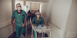 Les durées de carrières des aides-soignants et des infirmiers plus courtes en Ile-de-France
